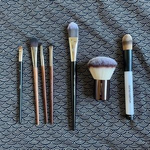 6 very lightly used makeup brushes tools